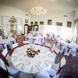 Wir machen Ihren Tag zu einem wahren Genuss für die Sinne - der große Saal im Schloss Maria Loretto