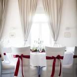Tischdekorationen für besondere Anlässe - Hussen mit roten Maschen