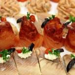 Fisch - darf auf keinem Buffet fehlen: Räucherforelle und Rotholzlachs