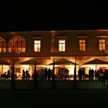 Licht- und Schattenspiel - das Schloss Maria Loretto am Abend