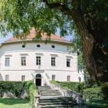 Stimmungsvolle Impression - Das Schloss Maria Loretto im Sommer