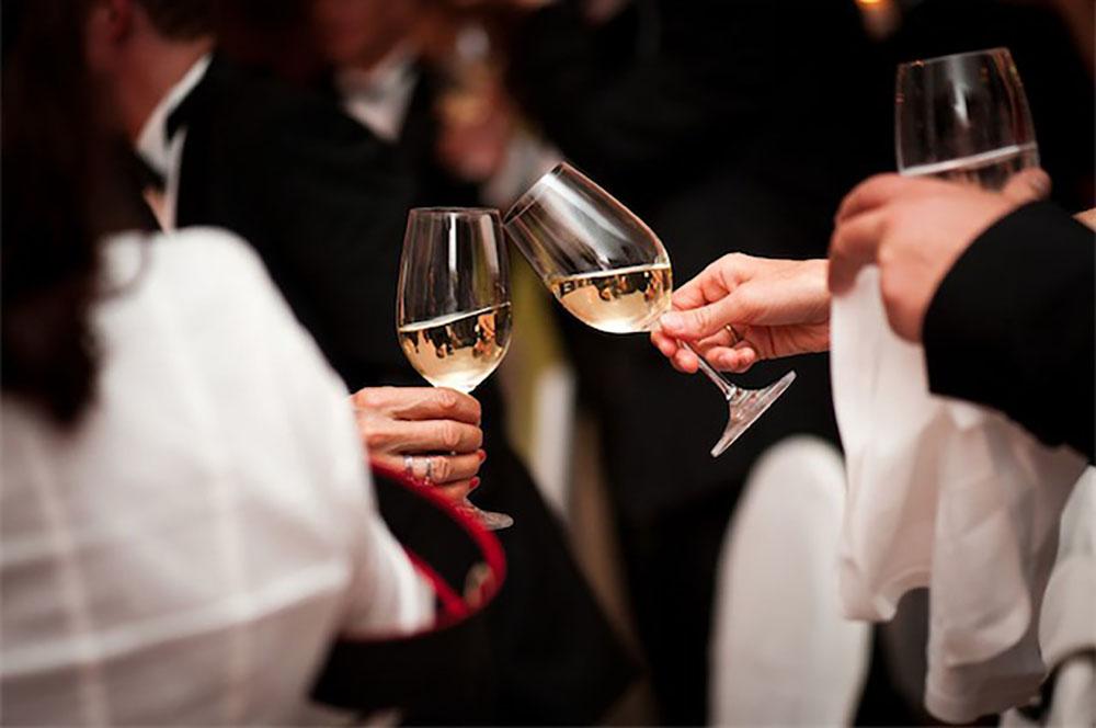 Sie lassen die Gläser klingen - wir kümmern uns um den Rest: Service von Kärntens Top Catering Service Feine Küche Kulterer