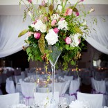 Tischdekoration mit Blumenstrauß - farblich auf Ihr persönliches Thema abgestimmt